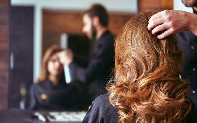 Tricologia e prodotti professionali per parrucchieri: come trattare i problemi dei capelli
